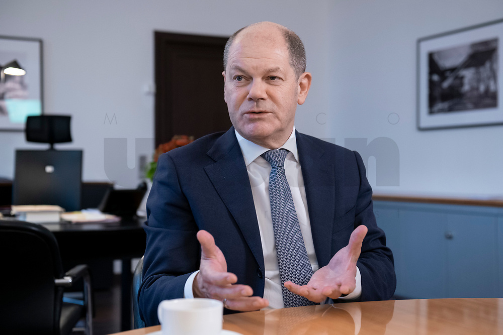 21 NOV 2018, BERLIN/GERMANY:<br /> Olaf Scholz, SPD, Bundesfinanzminister, waehrend einem Interview, in seinem Buero, Bundesministerium der Finanzen<br /> IMAGE: 20181121-01-009<br /> KEYWORDS: Büro