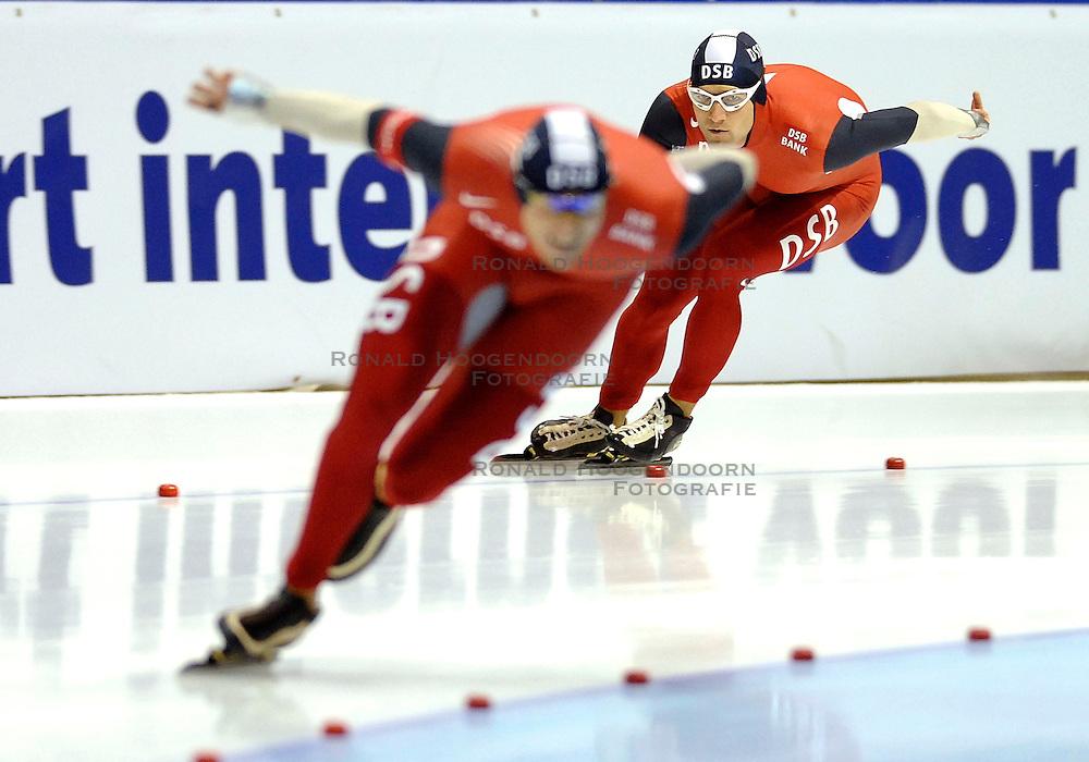 27-10-2007 SCHAATSEN: NK AFSTANDEN: HEERENVEEN<br /> Mark Tuitert en op de voorgrond de winnaar van de 1000 meter Simon Kuipers<br /> &copy;2007-WWW.FOTOHOOGENDOORN.NL