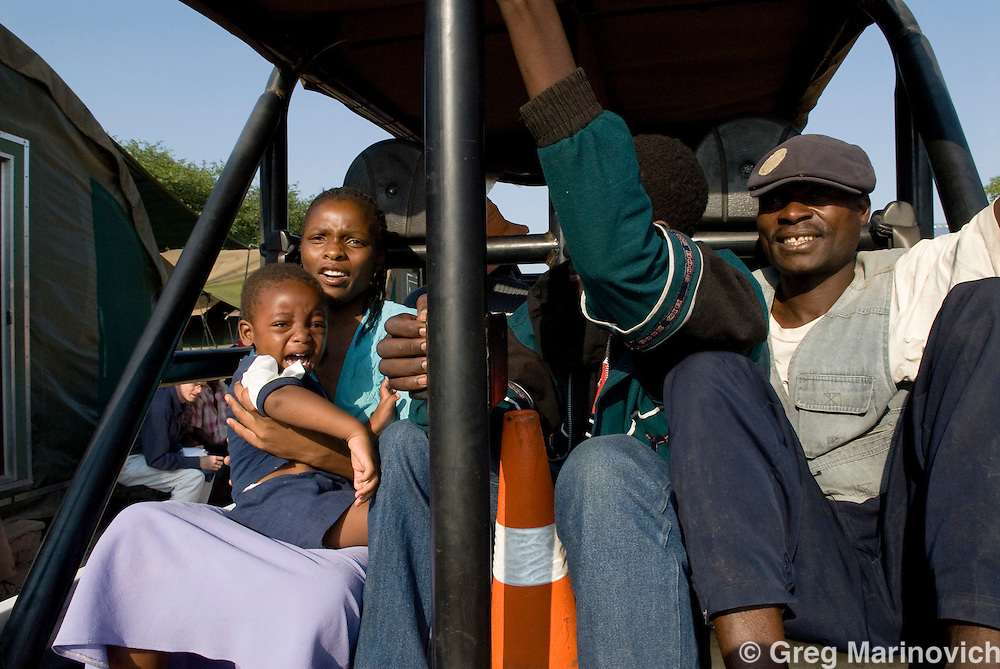 Beit Bridge, Limpopo, Zimabaweans arrested by SANDF while crsossing into South Africa. Zimbabweans hve been desperate to get into South Africa. 2007. Photo Greg Marinovich / Storytaxi.com