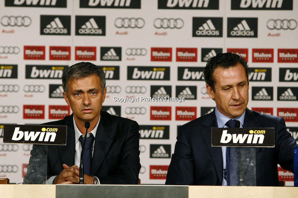 "(L to R) Jose Mourinho, Jorge Valdano (Real Madrid), MAY 31, 2010 - Football : Spanish ""Liga Espanola "" Presentation new head coach of Real Madrid at the Santiago Bernabeu Stadium on May 31, 2010 in Madrid, Spain. (Photo by AFLO) [3604]"
