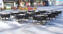 15.03.2020, Innsbruck, AUT, Coronavirus, Ausgangssperre in ganz Tirol, Tirol hat de facto eine Ausgangssperre verhängt. In einer Stellungnahme erklärte Landeshauptmann Günther Platter am Vormittag, die Tirolerinnen und Tiroler dürften die Wohnung nicht verlassen, davon gibt es nur wenige Ausnahmen, im Bild Cafe Geschlossen // during a Curfew all over Tyrol, Tirol has de facto imposed a curfew. In a statement, Governor Günther Platter said in the morning that the Tyroleans were not allowed to leave the apartment, there are only a few exceptions. Innsbruck, Austria on 2020/03/15. EXPA Pictures © 2020, PhotoCredit: EXPA/ Erich Spiess