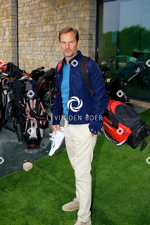 BADHOEVEDORP - De DON Masters is een celebrity golftoernooi, waarbij iedere flight bestaat uit 3 deelnemers en 1 bekende Nederlander. Het toernooi plaats op Golfclub The International. Met op de foto  Ronald de Boer. FOTO LEVIN DEN BOER - PERSFOTO.NU