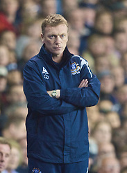LONDON, ENGLAND - Tuesday, October 27, 2009: Everton's manager David Moyes looks dejected as his side crash out of the League Cup at the 4th Round against Tottenham Hotspur at White Hart Lane. (Photo by David Rawcliffe/Propaganda)