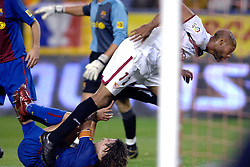 03-03-2007 VOETBAL: SEVILLA FC - BARCELONA: SEVILLA  <br /> Sevilla wint de topper met Barcelona met 2-1 / Frederic Kanoute en Puyol<br /> ©2006-WWW.FOTOHOOGENDOORN.NL
