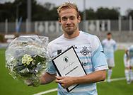 Jonas Henriksen (FC Helsingør) kåres til Årets Fighter af fanklubben før  kampen i 2. Division mellem FC Helsingør og Holbæk B&I den 6. september 2019 på Helsingør Ny Stadion (Foto: Claus Birch).