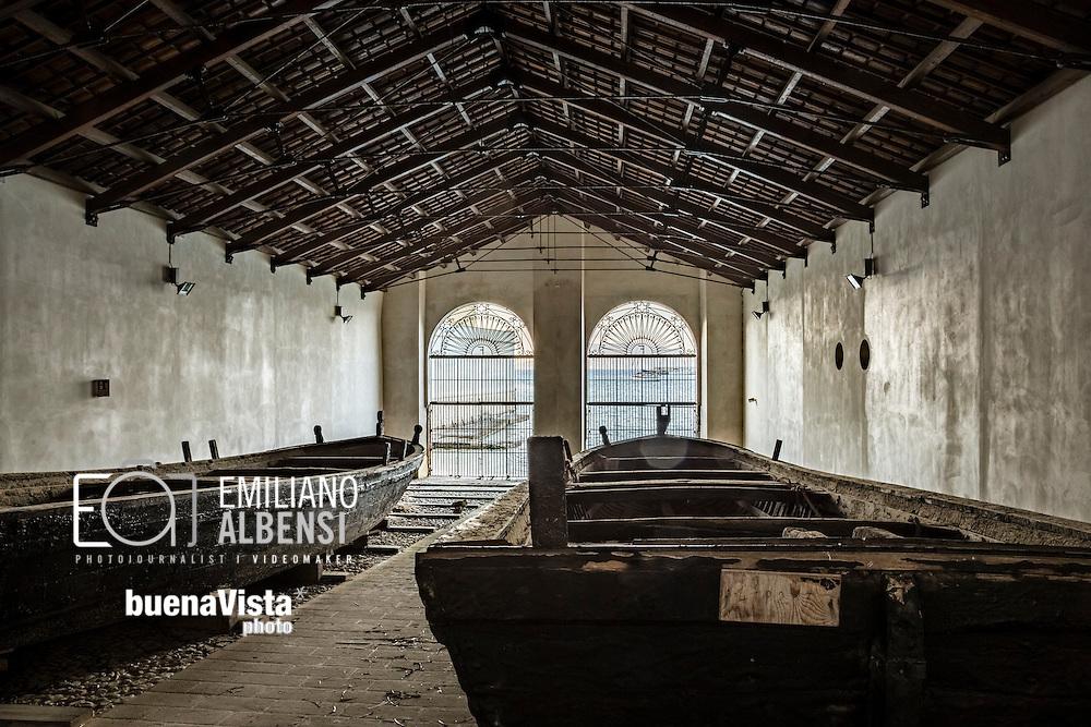 Favignana, Sicilia, Italia, 2016<br /> Visita guidata all'interno dell'ex stabilimento Florio di Favignana.<br /> <br /> L&rsquo;ex stabilimento Florio &egrave; un vero gioiello di archeologia industriale. Esso non era solo il luogo dove venivano custodite le attrezzature, le ancore e le barche della mattanza in quella che divent&ograve; una delle pi&ugrave; fiorenti industrie di lavorazione conserviere del tonno, ma rappresenta anche la storia della famiglia Florio e del suo intrecciarsi con la vita degli isolani, che trovarono riscatto sociale dalla povert&agrave; e fonte di sussistenza economica.<br /> <br /> Favignana, Sicily, Italy, 2016<br /> Guided tour in the former Florio factory of Favignana.<br /> <br /> The former factory Florio is a real model of archelogical industry. It was not only the place where equipment, anchors and boats of the tuna trap fishing (tonnara) were stored and one of the most thriving canning tuna processing industries, but it also represents the history of the Florio family and its bond with the lives of islanders, who found social redemption from poverty and source for their economical livelihood.