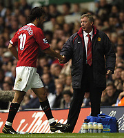 Fotball<br /> Premier League England 2004/2005<br /> Foto: BPI/Digitalsport<br /> NORWAY ONLY<br /> <br /> 25/09/2004 Tottenham v Manchester United, FA Barclays Premiership, White Hart Lane<br /> Sir Alex Ferguson shakes hands with Ruud Van Nistlerooy after bringing him off near the end