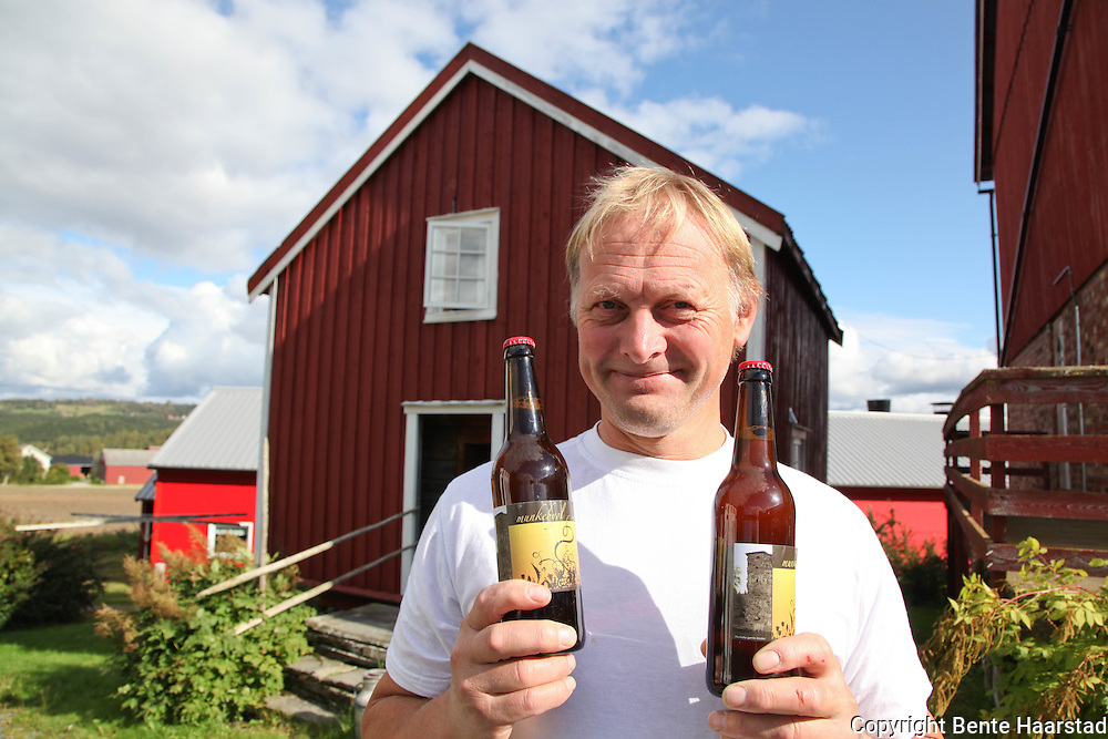 Håkon Fiskvik in the village of Munkeby runs a farm and also a bed and breakfast for pilgrims and other travellers. And he produce the local Munkeby beer.