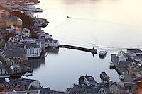 &Aring;LESUND 20130224. <br /> Hurtigb&aring;ten kj&oslash;rer inn Brosundet i &Aring;lesund.<br /> Foto: Svein Ove Ekornesv&aring;g