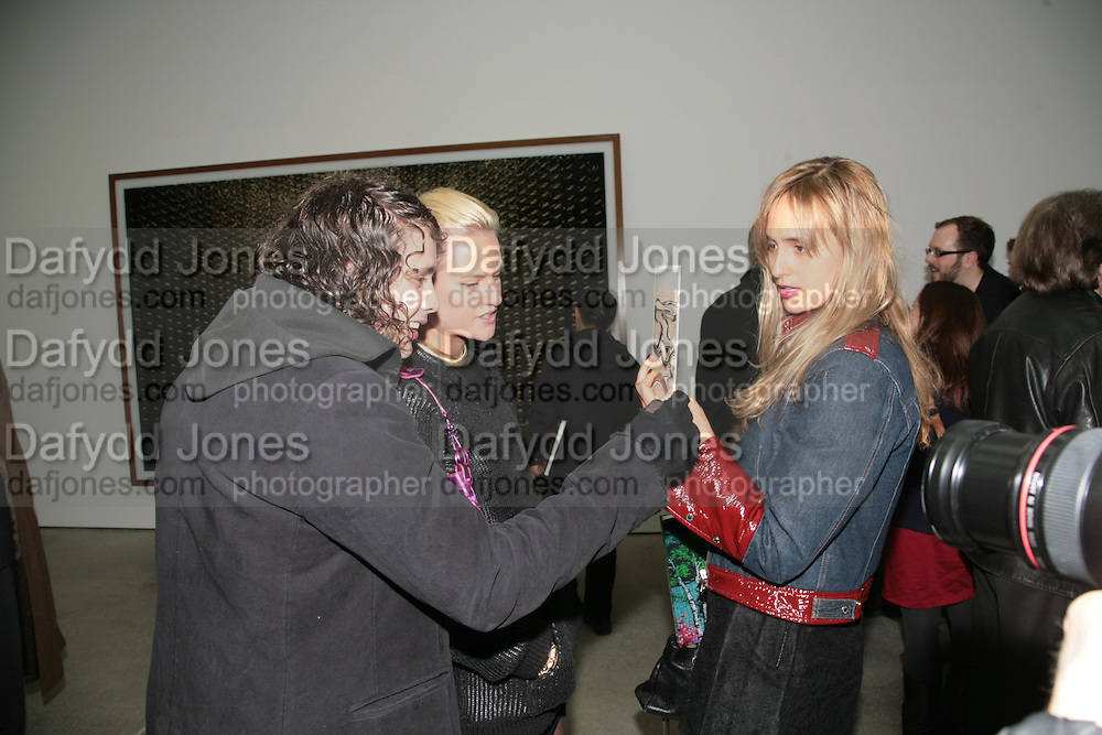 Adam Weymouth, Olympia Scarry and Princess Elizabeth Thurn und Taxis. , Andreas Gursky.White Cube, Mason's Yard. London. 22 March 2007.   -DO NOT ARCHIVE-© Copyright Photograph by Dafydd Jones. 248 Clapham Rd. London SW9 0PZ. Tel 0207 820 0771. www.dafjones.com.