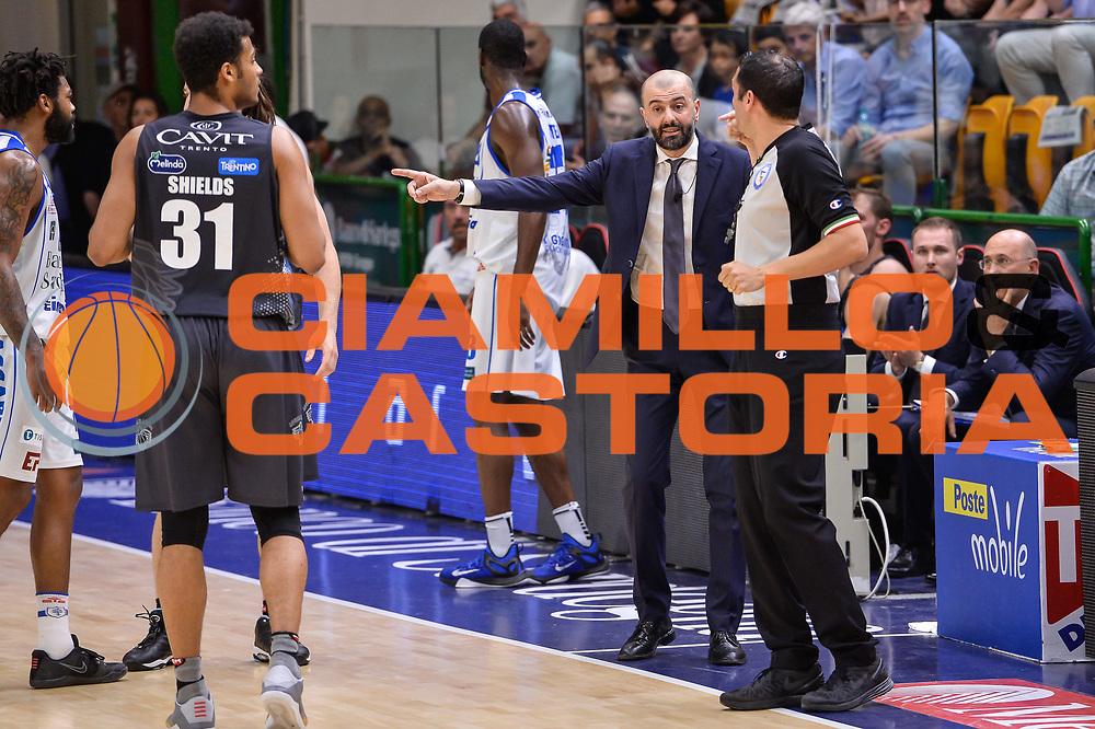 Manuel Attard, Maurizio Buscaglia<br /> Banco di Sardegna Dinamo Sassari - Dolomiti Energia Aquila Basket Trento<br /> Legabasket Serie A LBA Poste Mobile 2016/2017<br /> Playoff Quarti Gara3<br /> Sassari 16/05/2017<br /> Foto Ciamillo-Castoria