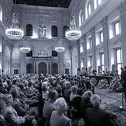 NLD/Amsterdam/19930625 - Uitreiking Zilveren Anjers door Pr. Bernhard in het Koninklijk Paleis Amsterdam