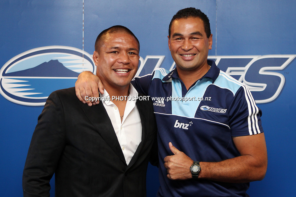 Keven Mealamu and Pat Lam shake hands during a press conference announcing that Keven Mealamu has re-signed with The Blues for two more years. Investec Super Rugby, Rugby Union. The Barbarians Club, Eden Park, Auckland. Tuesday 19 April 2011.