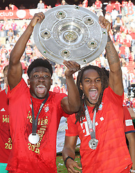 18.05.2019, Allianz Arena, Muenchen, GER, 1. FBL, FC Bayern Muenchen vs Eintracht Frankfurt, 34. Runde, Meisterfeier nach Spielende, im Bild Alphonso Davies und Renato Sanches mit Meisterschale Jubel // during the celebration after winning the championship of German Bundesliga season 2018/2019. Allianz Arena in Munich, Germany on 2019/05/18. EXPA Pictures © 2019, PhotoCredit: EXPA/ SM<br /> <br /> *****ATTENTION - OUT of GER*****