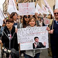 """Insegnanti manifestano contro """"La buona scuola"""""""