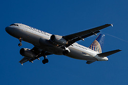 Airbus A320-232 (N429UA) operated by United Airlines on approach to San Francisco International Airport (SFO), San Francisco, California, United States of America