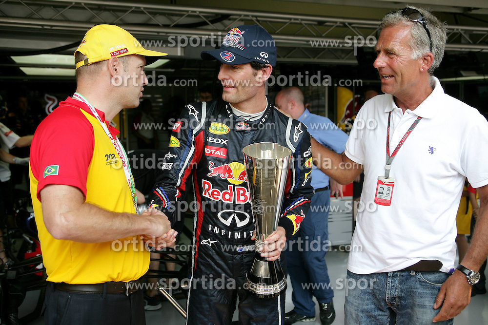 25.11.2011 Autodromo Jose Carlos Pace, Sao Paulo, BRA, F1 Grosser Preis von Brasilien, im Bild DHL Fastest Lap Trophy Winner Mark Webber (AUS), Red Bull Racing - Christian Danner DHL // during the Formula One Championships 2011 Large price of Abu Dhabi held at the Yas-Marina-Circuit, 2011/11/12. EXPA Pictures © 2011, PhotoCredit: EXPA/ nph/ Dieter Mathis..***** ATTENTION - OUT OF GER, CRO *****