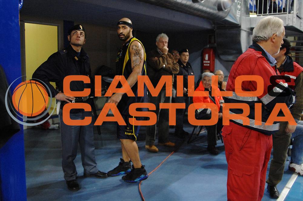 DESCRIZIONE : Rieti Lega A1 2007-08 Solsonica Rieti Legea Scafati<br /> GIOCATORE : Joel Salvi<br /> SQUADRA : Legea Scafati<br /> EVENTO : Campionato Lega A1 2007-2008 <br /> GARA : Solsonica Rieti Legea Scafati <br /> DATA : 09/03/2008 <br /> CATEGORIA : Delusione<br /> SPORT : Pallacanestro <br /> AUTORE : Agenzia Ciamillo-Castoria/E. Grillotti