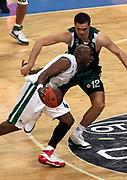 DESCRIZIONE : Atene Eurolega 2008-09 Quarti di Finale Gara 2 Panathinaikos Montepaschi Siena<br /> GIOCATORE : Henry Domercant<br /> SQUADRA : Montepaschi Siena<br /> EVENTO : Eurolega 2008-2009<br /> GARA : Panathinaikos Montepaschi Siena<br /> DATA : 26/03/2009<br /> CATEGORIA : palleggio<br /> SPORT : Pallacanestro<br /> AUTORE : Agenzia Ciamillo-Castoria/Action Images.gr