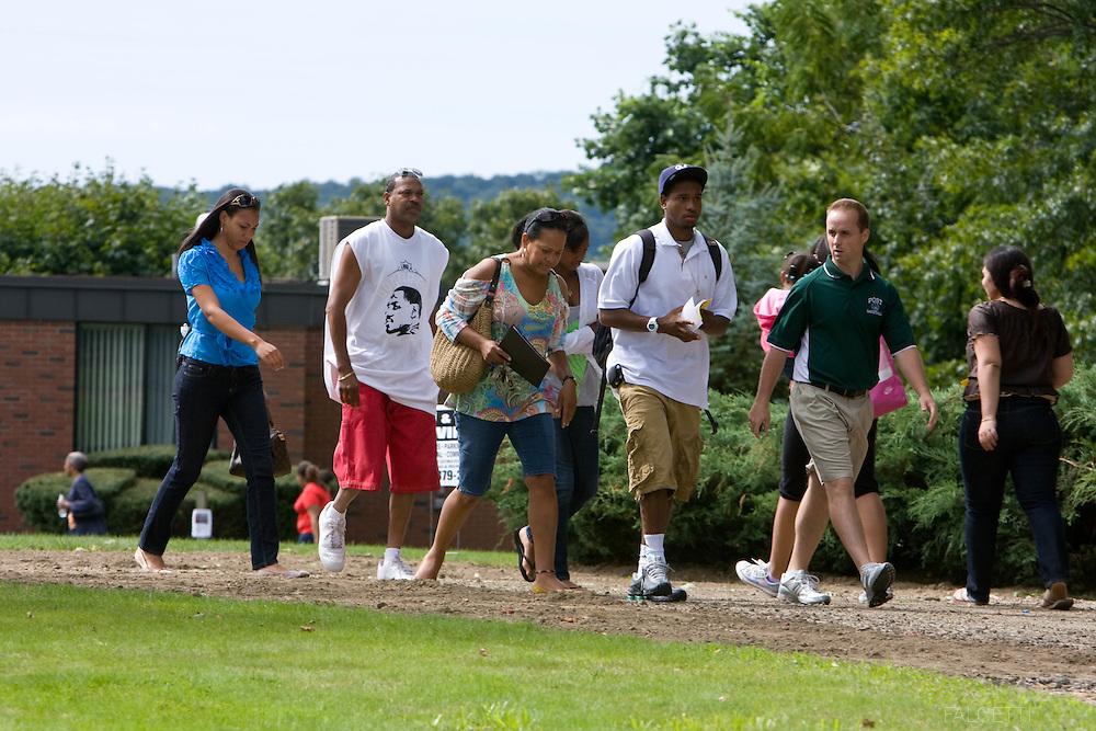 Post University move-in day for freshmen students Sunday Sept. 6, 2009 . .©2009 Robert Falcetti Studio