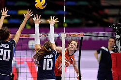08-01-2016 TUR: European Olympic Qualification Tournament Nederland - Italie, Ankara<br /> De volleybaldames hebben op overtuigende wijze de finale van het olympisch kwalificatietoernooi in Ankara bereikt. Italië werd in de halve finales met 3-0 (25-23, 25-21, 25-19) aan de kant gezet / Lonneke Sloetjes #10