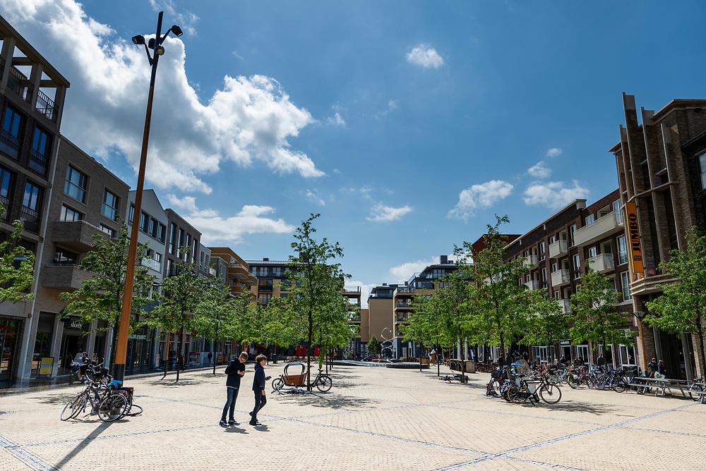 Het winkelcentrum Leidsche Rijn Centrum in de vinex-wijk Leidsche Rijn bij Utrecht.<br /> <br /> The shopping center Leidsche Rijn Centrum.