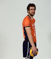13-05-2014 NED: Selectie Nederlands volleybal team mannen, Arnhem<br /> Op Papendal werd het Nederlands team volleybal seizoen 2014-2015 gepresenteerd / Yannick van Harskamp