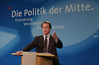 """28 MAY 2002, BERLIN/GERMANY:<br /> Franz Muentefering, SPD, Generalsekretaer, waehrend einer Pressekonferenz vor dem Slogan """"Die Politik der Mitte."""", Kampa 02<br /> IMAGE: 20020528-01-018<br /> KEYWORDS: Franz Müntefering, Generalsekretaer,"""