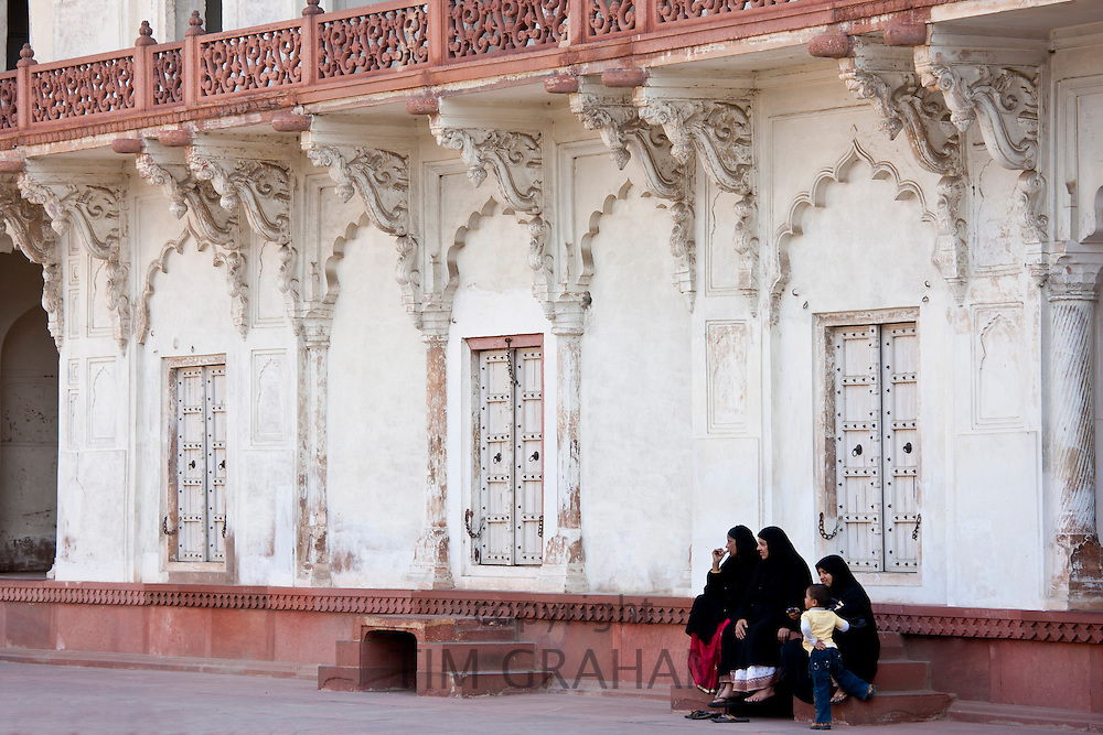 Muslim family group at Khas Mahal Palace built 17th Century by Mughal Shah Jehan for his daughters inside Agra Fort, India