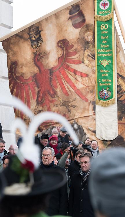 26.01.2017, Heldenplatz, Wien, AUT, Parlament, Militärischer Festakt mit Flaggenparade des österreichischen Bundesheeres anlässlich der Angelobung des neuen Bundespräsidenten Van der Bellen, im Bild v.l.n.r. Bundespräsident Alexander Van der Bellen und Landeshauptmann Tirol Günther Platter (ÖVP) // f.l.t.r. federal president of Austria Alexander Van der Bellen and governor of the province Tyrol Guenther Platter during inauguration ceremony with military honours for the new federal president of austria at Heldenplatz in Vienna, Austria on 2017/01/26, EXPA Pictures © 2017, PhotoCredit: EXPA/ Michael Gruber