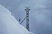 Luftseilbahn auf dem Gipfel des Moléson (2002 m ü. M.) im Winter. Arrivé du télécabine au sommet du Moléson.