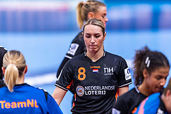 14-12-2018 FRA: Women European Handball Championships France - Netherlands, Paris<br /> Second semi final France - Netherlands / Lois Abbingh #8 of Netherlands