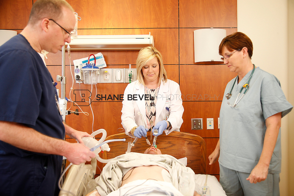1/28/16 2:57:07 PM --  Stock photography of nurses and techs at Saint Francis Hospital South. <br /> <br /> Photo by Shane Bevel