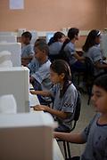 Belo Horizonte_MG, Brasil...Escola Estadual Silviano Brandao. Na foto, aula de informatica...The State School Silviano Brandao. In this photo, the computer classroom...Foto: LEO DRUMOND / NITRO