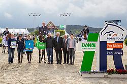 Siegerehrung LVM JUNG Michael (GER), fischerChelsea<br /> Hagen - Horses and Dreams 2019 <br /> Siegerehrung<br /> Preis der LVM Versicherung - CSI4* Quali. BEMER-RIDERS TOUR-Wertung<br /> 27. April 2019<br /> © www.sportfotos-lafrentz.de/Stefan Lafrentz
