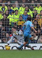 Photo: Ashley Pickering.<br />Norwich City v Coventry City. Coca Cola Championship. 24/02/2007.<br />Jay Tabb of Coventry (no. 21) beats Norwich goalie Paul Gallacher to score the first goal (0-1)