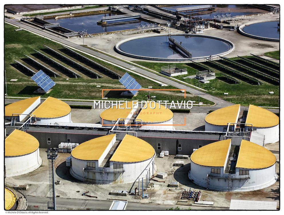 il depuratore di Torino realizzato e gestito da SMAT a Castiglione Torinese è il più grande impianto di trattamento chimico-fisico-biologico presente in Italia e rappresenta un punto di riferimento tecnologico per gli elevati standards di qualità raggiunti.    .Accanto alle vasche del depuratore è presente un parco fotovoltaico per incrementare lenergia già oggi autoprodotta da fonti rinnovabili (biomasse, idroelettrico)