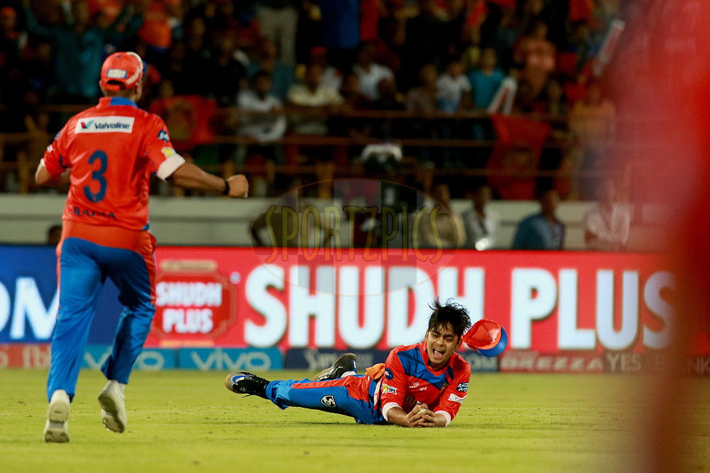 Ishan Kishan of GL takes a catch of <br /> Jos Buttler of MI  in Super Over during match 35 of the Vivo 2017 Indian Premier League between the Gujarat Lions and the Mumbai Indians  held at the Saurashtra Cricket Association Stadium in Rajkot, India on the 29th April 2017<br /> <br /> Photo by Rahul Gulati - Sportzpics - IPL