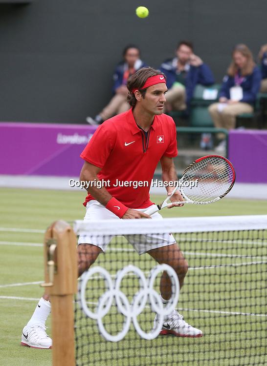 Olympiade,Wimbledon,AELTC,London 2012.Olympic Tennis Tournament,,Herren Doppel,.Roger Federer (SUI),Einzelbild,Ganzkoerper,Hochformat,