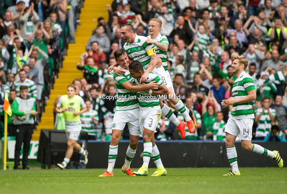 Football, International Champions Cup, Parkhead Stadium, Glasgow. Celtic v Leicester City. Leicester win 6-5 on penalties<br /> Pic shows: Celtic celebrate O'Connell's equaliser.