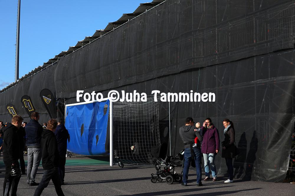 3.9.2017, Tapiolan Urheilupuisto, Espoo.<br /> Ykk&ouml;nen 2017.<br /> FC Honka - Kokkolan Pallo-Veikot.<br /> Tapiolan putkikatsomon takapuoli.