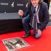 NLD/Utrecht/20180928 - Onthulling Gouden Tegels NFF, Gouden Tegel van Peter Paul Muller onthult door Jean van der Velde