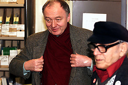 Willesden East Brent, London. Ken Livingstone giving his evening surgery in the local citizens advice bureau, February 28, 2000. Photo by Andrew Parsons / i-images..