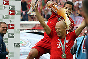 Arjen ROBBEN celebrates and gets a beer shower from Mats HUMMELS. <br /> MUNICH, 18. MAY 2019,  Fc BAYERN vs Eintracht FRANKFURT, 5:1 - Bundesliga Football Match, <br /> FcBayern Muenchen vs Eintracht FRANKFURT Bundesliga match at Allianz Arena on 18.05.2019, DFL REGULATIONS PROHIBIT ANY USE OF PHOTOGRAPHS AS IMAGE SEQUENCES AND/OR QUASI-VIDEO - fee liable image, <br /> copyright &copy; ATP / Arthur THILL