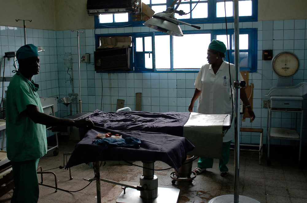 Kinshasa November 30, 2005 - Kinshasa General Hospital, doctor and nurse in the operating theatre. - The Kinshasa General Hospital, is far from being a bush dispensary. With its 2,000 beds and its 2,250 employees (doctors, nurses and administrative personnel), it is one of Africa's most impressive medical facilities. It offers a full range of services and is the undisputed referral centre for the Congolese capital. Its patients the sick, accident victims and war casualties, both civilian and military  have one thing in common: their suffering, which the staff do their best to alleviate with the means available. But those means are often woefully inadequate