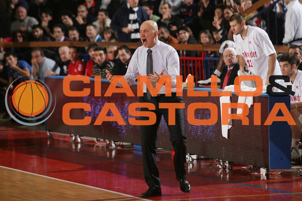 DESCRIZIONE : Reggio Emilia Lega A 2012-13 Trenkwalder Reggio Emilia Sidigas Avellino<br /> GIOCATORE : Massimiliano Menetti<br /> CATEGORIA : ritratto delusione<br /> SQUADRA : Trenkwalder Reggio Emilia <br /> EVENTO : Campionato Lega A 2012-2013 <br /> GARA : Trenkwalder Reggio Emilia Sidigas Avellino<br /> DATA : 23/12/2012<br /> SPORT : Pallacanestro <br /> AUTORE : Agenzia Ciamillo-Castoria/P. Boccaccini<br /> Galleria : Lega Basket A 2012-2013  <br /> Fotonotizia : Reggio Emilia Lega A 2012-13 Trenkwalder Reggio Emilia Sidigas Avellino