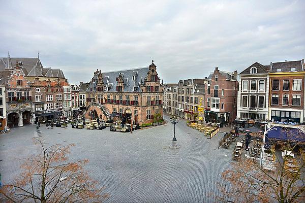 Nederland, Nijmegen, 9-11-2012Grote Markt, Stevenskerk, Waaggebouw, markt. Stadsgezicht.Foto: Flip Franssen/Hollandse Hoogte