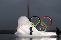 PARIS, Sept. 14, 2017  Paris Olympic Committee officials reveal the Olympic rings at the Trocadero Square in Paris, France, on Sept. 13, 2017. International Olympic Committee President Thomas Bach announced on Wednesday in Lima, Peru, that Paris will host the 2024 Olympic Games. (Credit Image: © Chen Yichen/Xinhua via ZUMA Wire)