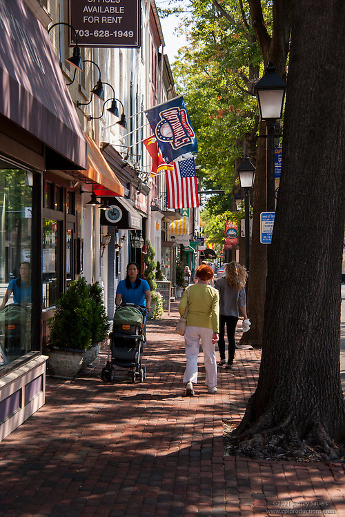 People and Streetscapes in Old Town Alexandria Virgina by Jeffrey Sauers of Commercial Photographics