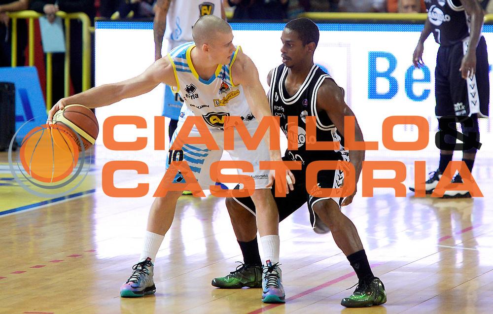 DESCRIZIONE : Cremona campionato serie A 2013/14 Vanoli Cremona-Granarolo Virtus Bologna<br /> GIOCATORE : Ben Woodside<br /> CATEGORIA : controcampo<br /> SQUADRA : Vanoli Cremona<br /> EVENTO : Campionato serie A 2013/14<br /> GARA : Vanoli Cremona-Granarolo Virtus Bologna<br /> DATA : 20/10/2013<br /> SPORT : Pallacanestro <br /> AUTORE : Agenzia Ciamillo-Castoria/R. Morgano<br /> Galleria : Lega Basket A 2013-2014  <br /> Fotonotizia : Cremona campionato serie A 2013/14 Vanoli Cremona-Granarolo Virtus Bologna<br /> Predefinita :